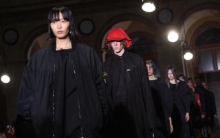 الصورة: أزياء موحدة للجنسين في أسبوع باريس للملابس الجاهزة