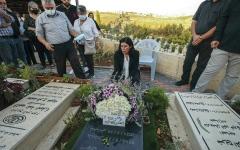 الصورة: القيادية الفلسطينية خالدة جرار: قوات الاحتلال حرمتني توديع ابنتي