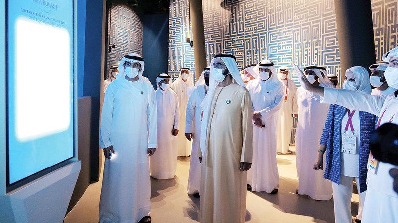 محمد بن راشد خلال زيارة لأجنحة مشاركة في «إكسبو 2020 دبي».  وام