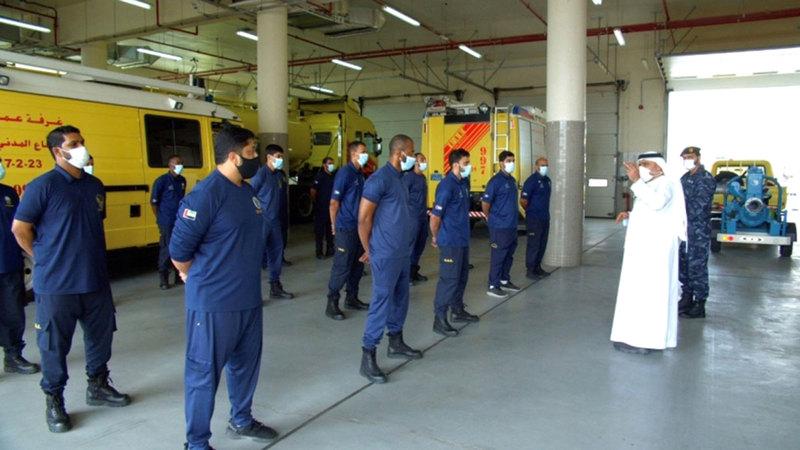 قائد عام الدفاع المدني في زيارة ميدانية استعداداً للتعامل مع الإعصار المداري «شاهين».   من المصدر