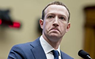"""الصورة: تعطل """"فيسبوك"""" لـ 6 ساعات كلف زوكربرغ خسارة 20 مليار دولار"""