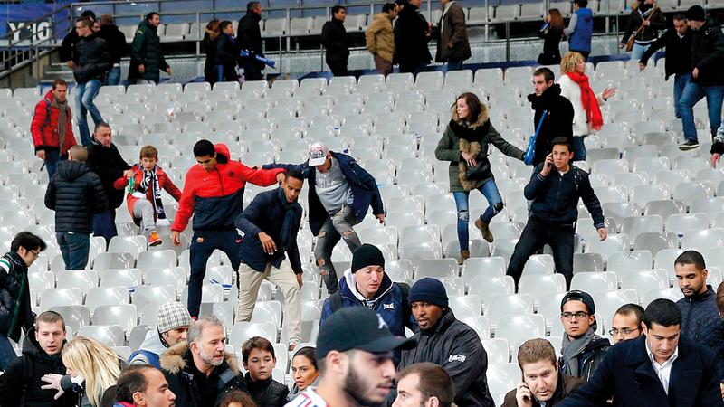 مهاجمون استهدفوا ملعباً كان الرئيس فرانسوا هولاند يحضر مباراة ودية.   أرشيفية