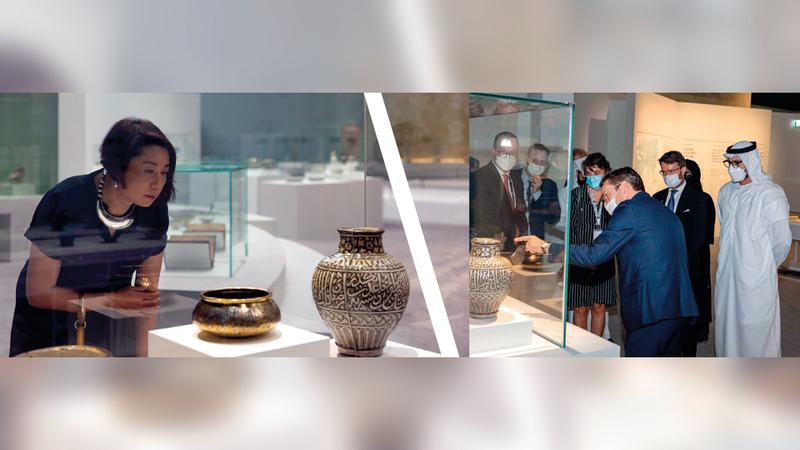 المعرض يروي أوجهاً مختلفة من التبادل الثقافي والفني بين العالمين الصيني والإسلامي.   من المصدر
