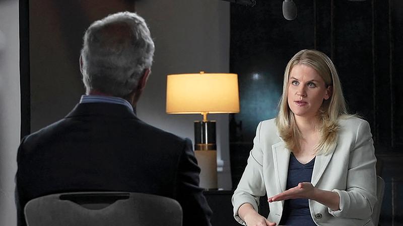 هوغن خلال مقابلتها مع شبكة «إس بي إس» تتحدث عن ممارسات «فيس بوك». أ.ف.ب