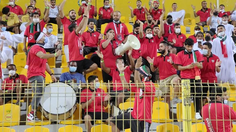 جانب من الحضور الجماهيري لمباراة المنتخب أمام إيران أمس.  تصوير: أسامة أبوغانم