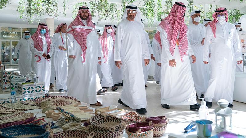 محمد بن زايد تعرّف خلال جولته إلى رؤية المملكة الملهمة لمستقبل مشترك ومشروعاتها الطموحة.  وام