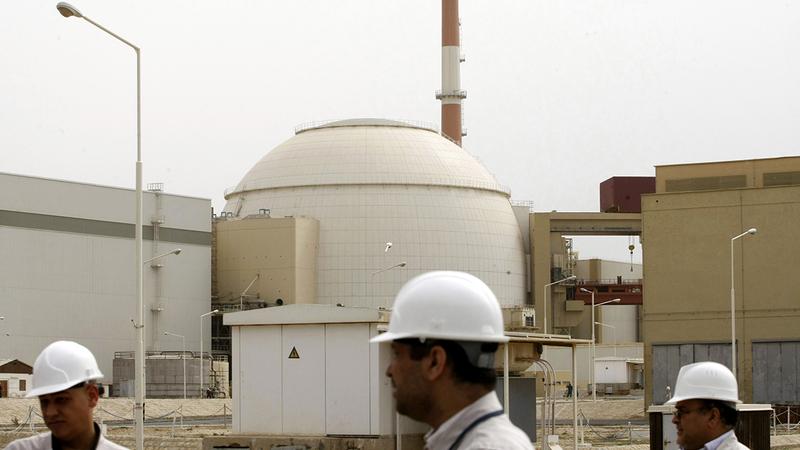 خبراء يعملون في مفاعل بوشهر النووي. أ.ف.ب