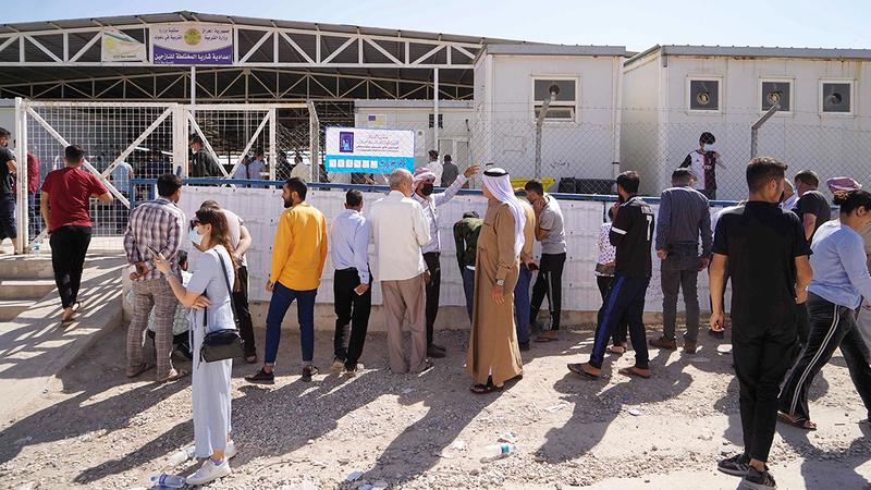 عراقيون يدلون بأصواتهم في انتخابات سابقة.  أ.ف.ب
