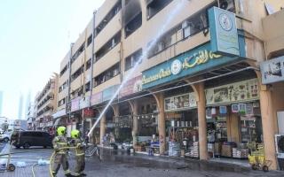 الصورة: دفاع مدني دبي يخلي بناية للسيطرة على حريق