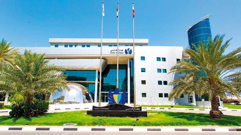 «جمارك دبي» ستطلق «غرفة المناولة الذاتية» التي تواكب التطوّر السريع لإمارة دبي.  من المصدر
