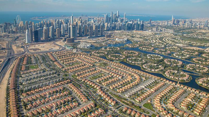 العروض المطروحة في السوق العقارية جاذبة للمستثمرين والمهتمين بشراء العقارات في دبي.   أرشيفية