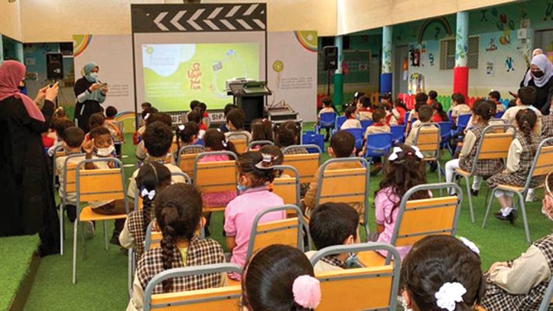 خلال عرض الأفلام في المدارس.   من المصدر