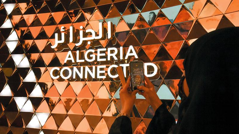 تصميم الجناح الجزائري ارتكز على مفهوم «الرحلة».  الإمارات اليوم