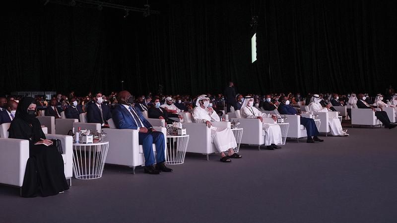 حمدان بن محمد خلال حضوره «المنتدى العالمي الإفريقي للأعمال».  من المصدر