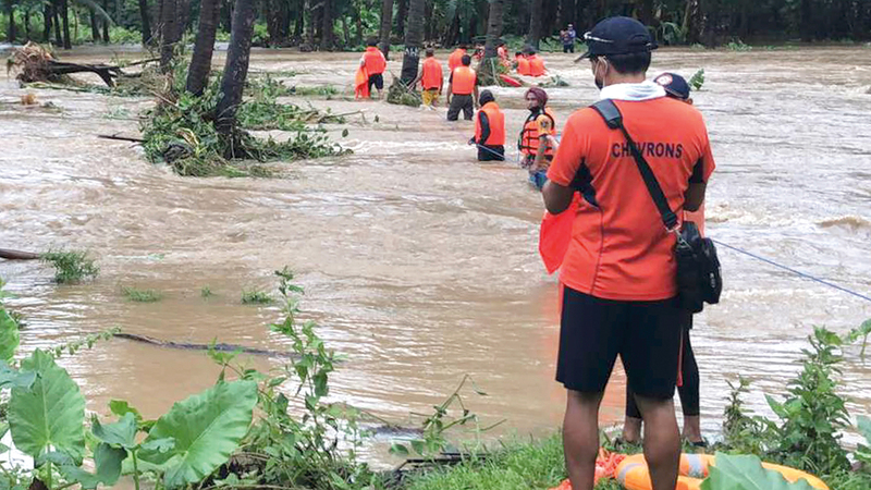 عمليات الإنقاذ مستمرة في المناطق المتضرّرة.  رويترز
