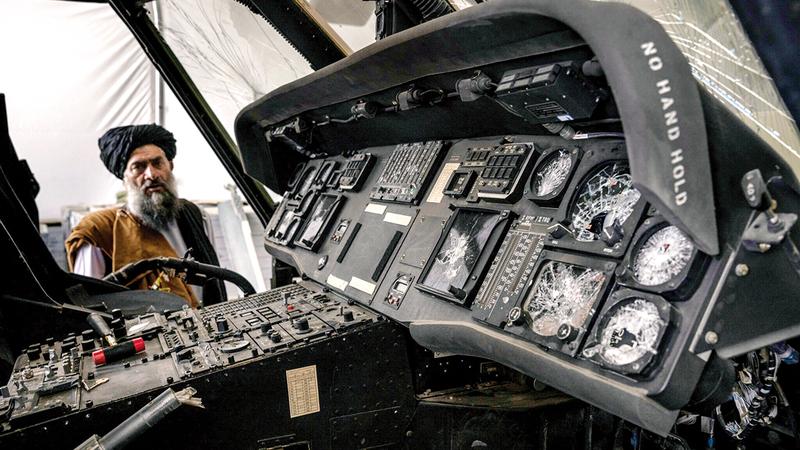 طائرات «بلاك هوك» أصابها بعض التدمير من الجنود الأميركيين المنسحبين.  من المصدر