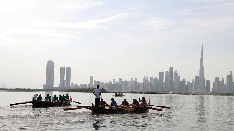 صورة متفرقات.. قوارب التجديف المحلية تبحر في قناة دبي المائية اليوم