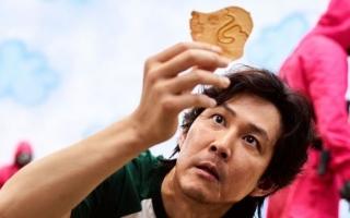 """الصورة: معتمدا على فكرة """"لعبة الحبار"""".. مخبز يطرح تحديا لصنع الحلوى في بكين"""