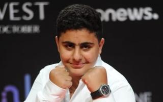 الصورة: حمزة أحمد السقا يقلد حركات والده.. صور