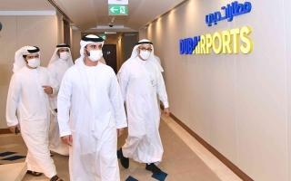 الصورة: منصور بن محمد يزور مطار دبي الدولي ويطّلع على سير العمل والخدمات المقدمة للمسافرين