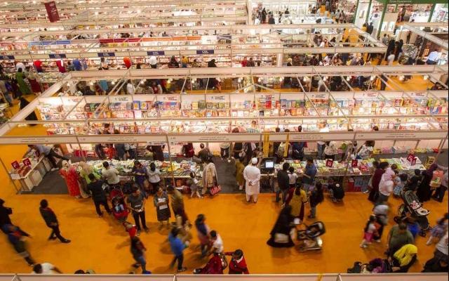 الصورة: نخبة من الأدباء العالميين يلتقون في «الشارقة الدولي للكتاب»