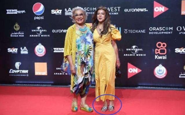 """الصورة: فنانة مصرية تحضر مهرجان الجونة بـ""""الشبشب"""".. فيديو"""