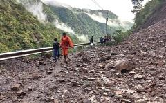 الصورة: أحداث وصور.. مصرع 100 شخص في فيضانات وانزلاقات تربة في الهند والنيبال