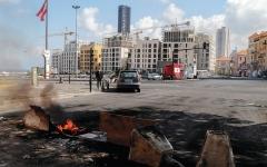 الصورة: محتجون يقطعون الطرق في لبنان بسبب ارتفاع أسعار المحروقات
