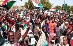 الصورة: السودان.. الشرطة تطلق الغاز المسيل على متظاهرين قرب مبنى البرلمان