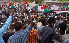 الصورة: احتجاجات حاشدة في السودان تطالب بالمدنية في ذكرى ثورة أكتوبر