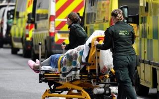 الصورة: بريطانيا تسجّل أكثر من 50 ألف إصابة جديدة بكورونا للمرة الأولى منذ يوليو