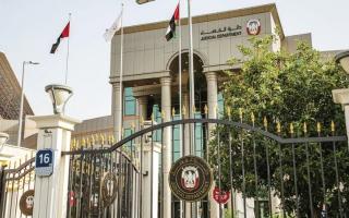 الصورة: «جنايات أبوظبي» تدين 8 متهمين بالاحتيال وغسل الأموال