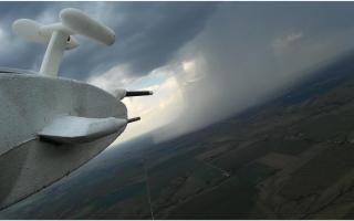 «الوطني للأرصاد»: بحث استخدام طائرات بدون طيار لتلقيح السحب آلياً
