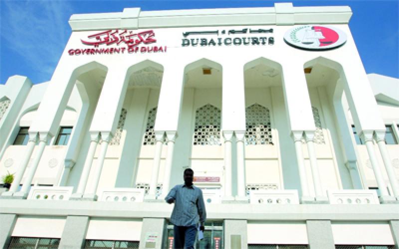 الصورة: محاكمة متهم في دبي تلقّى رشوة 30 درهماً