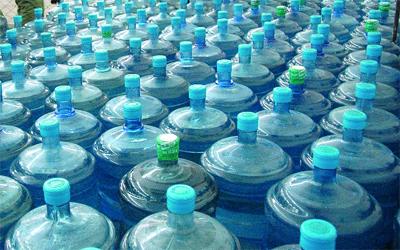 309270990 بلدية دبي تُلزم مصانع تعبئة المياه باشتراطات السلامة - الإمارات اليوم