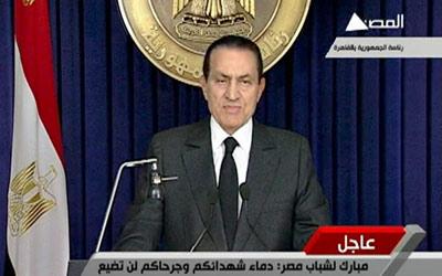 مبارك أثناء إلقاء خطابه نقلا عن التلفزيون المصري. رويترز