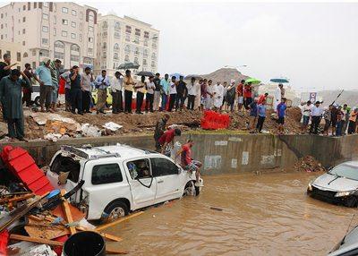 السيول اجتاحت معظم المناطق في السلطنة-مصدر الصور: اي.بي.ايه