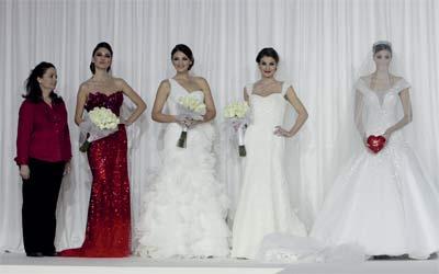 321bcfd6c0097 عروس أبوظبي 2012».. فســــــاتين من الكريستال - الإمارات اليوم