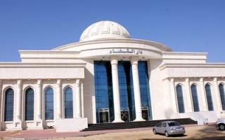 سجن 7 متهمين  10 سنوات لسرقتهم 3 أشخاص تحت تهديد السلاح في عجمان