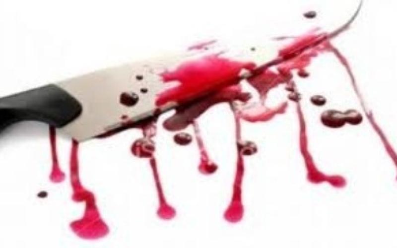 الصورة: بالفيديو.. يتجول في الشارع حاملاً رأس زوجته الخائنة بعد قطعه!