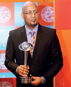الزميل عمر العزبي فاز بجائزة الصحافة الاقتصادية.