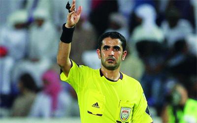 يعقوب الحمادي حكم مباراة العين والأهلي. تصوير: إريك أرازاس