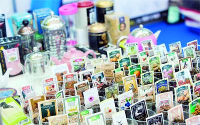 «القهوة والشـاي».. طعـم آخـــر للثقافة
