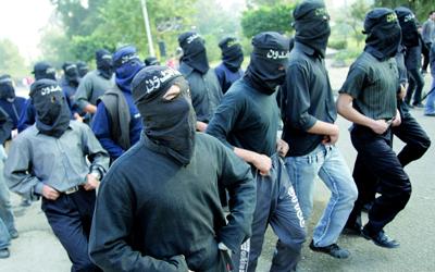 من استعراض لـ«القوة» قام به طلبة الإخوان المسلمين داخل جامعة الأزهر عام 2006 وأثار حينها ضجة في مصر. أرشيفية