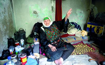 المرأة الفلسطينية تحولت إلى أيقونة للصمود.إي.بي.إيه ــ أرشيفية
