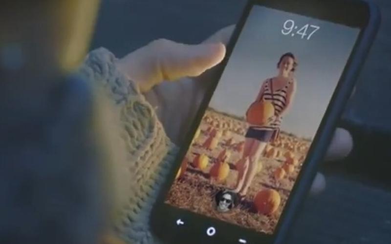 """بالفيديو.. """"فيس بوك"""" يطلق هاتفه الأول"""