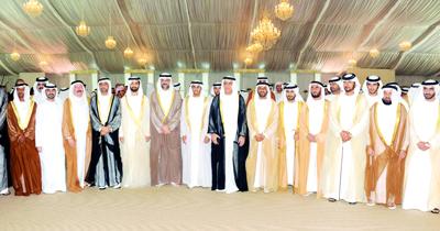 حاكم رأس الخيمة والشيوخ يحضرون حفل زفاف سالم بن فيصل القاسمي