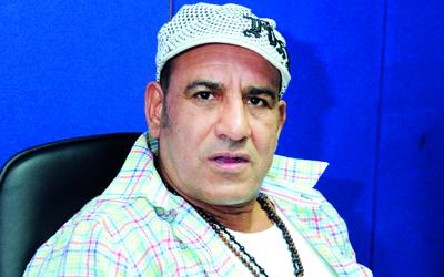 أحمد مكـي: من يستسلم للنقاد يجلـس في الـــبيت
