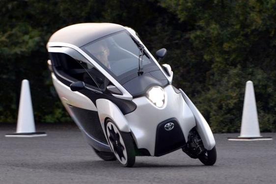 """سيارة تويوتا """"ثلاثية العجلات"""".. الحل الأمثل لتجنب الزحام"""