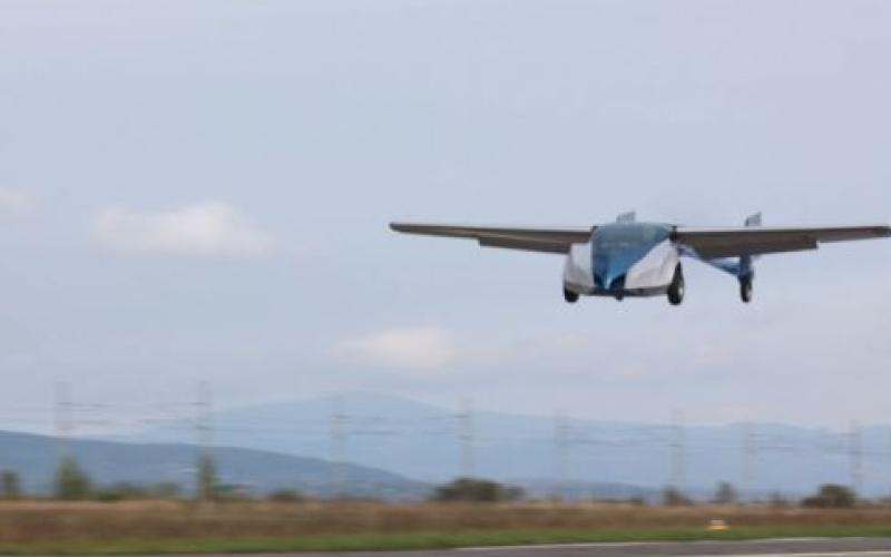 بالفيديو.. إطــــلاق أول سيارة طائرة